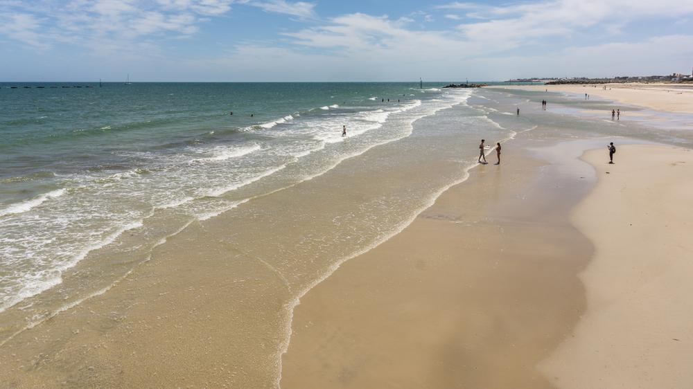 La lunga spiaggia di Glenelg Beach, South Australia