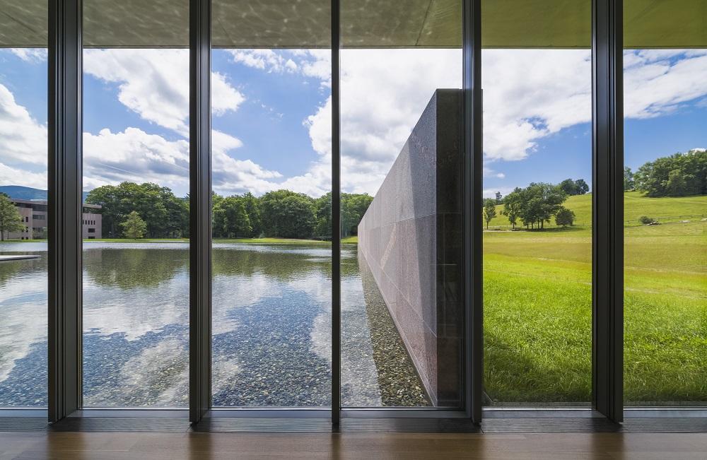 Veduta interna del Visitor Center, progettato da Tadao Ando. © The Clark Art Institute