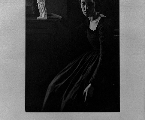 Clarence Hudson White, Signora in nero, 1908 circa. Fotoincisione, 19.4 x 13.4 cm. © The Clark Art Institute.