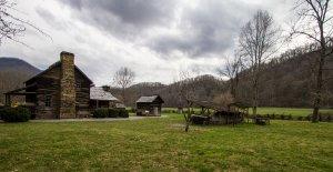 Viaggio lungo la Blue Ridge Parkway log cabin