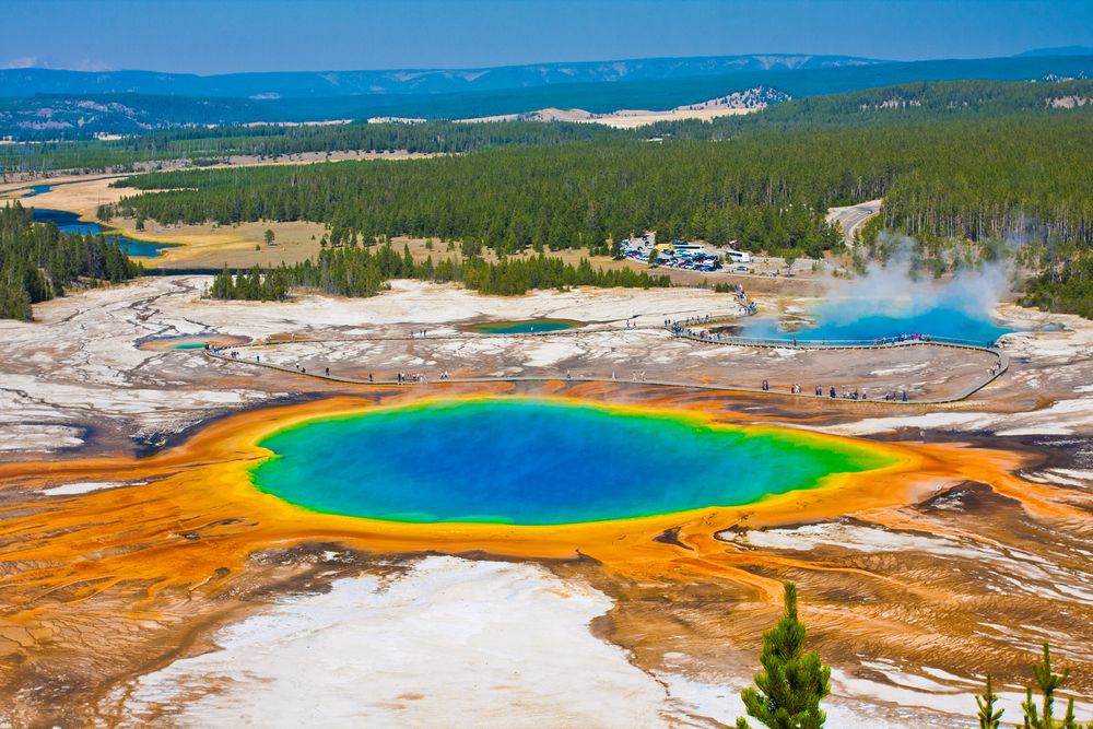 grand-prismatic-yellowstone-national-park-wyoming