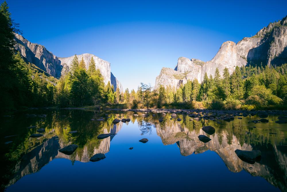 California on the road Yosemite lake
