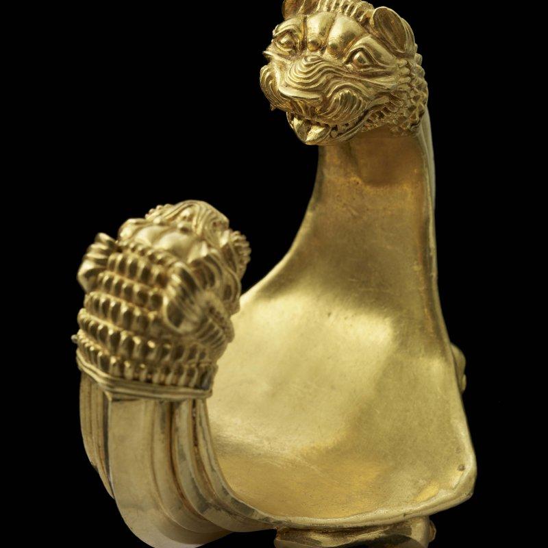 Louvre di Abu Dhabi, Braccialetto iranico con testa di leone, III° millennio a.C.