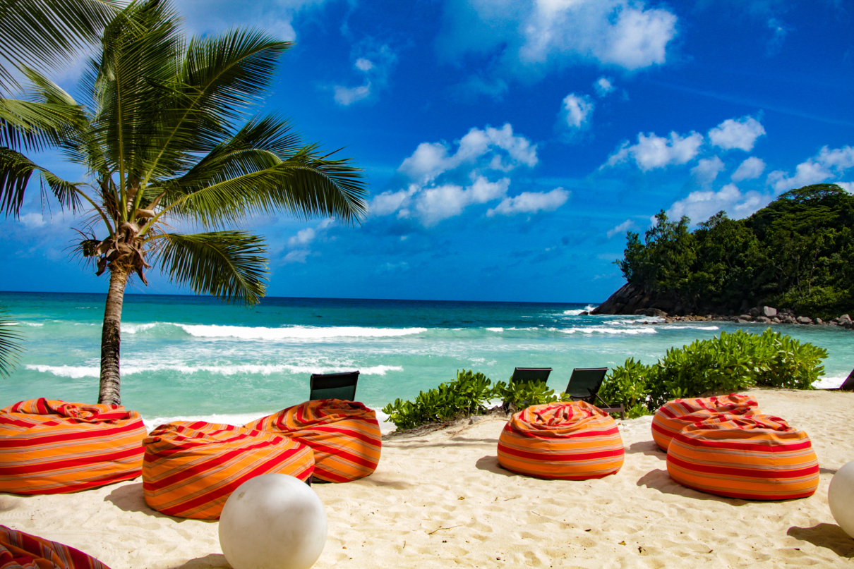 Tavani beanbags with beach