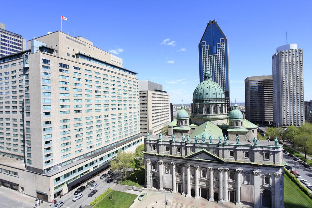 Case da star in USA e in Canada: Il Fairmont The Queen Elizabeth, sulla sinistra, a fianco della cattedrale di Montreal, da cui prende il nome
