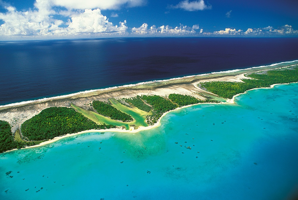 Vue aérienne de l'atoll de Rangiroa, archipel des Tuamotu